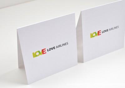 15-convite-casamento-historia-sandra-carlos-bilhete-aviao-marcador-mesa