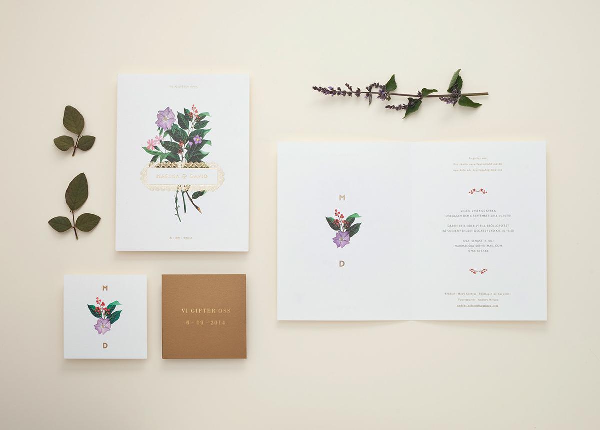Convite de Casamento Floral Dourado aberto