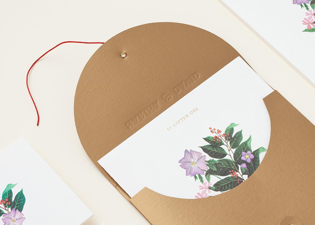 Convite de Casamento Floral Dourado envelope