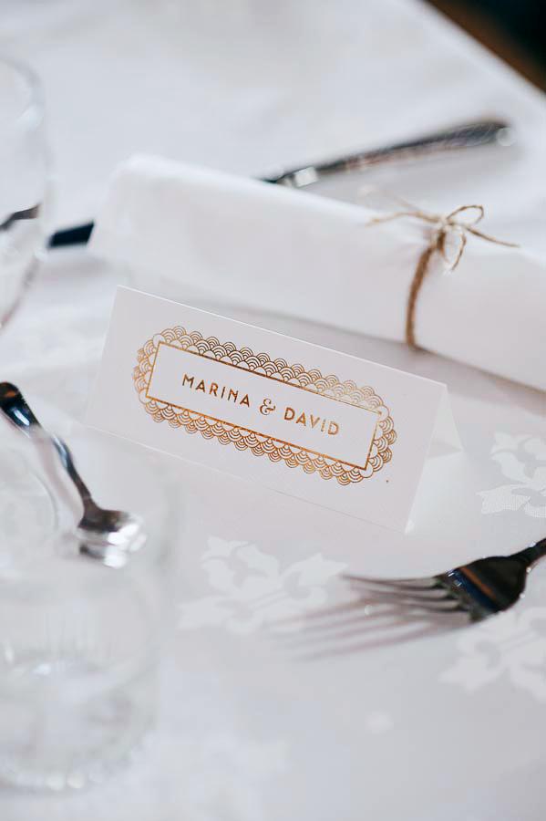 Convite de Casamento Floral Dourado marcador de mesa
