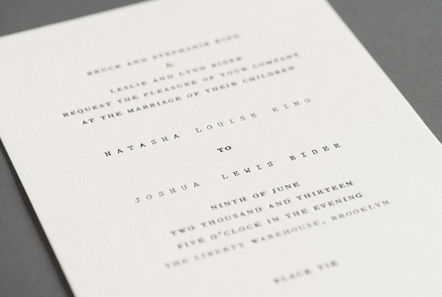 Convite de casamento papel e tecido - pormenor interior.