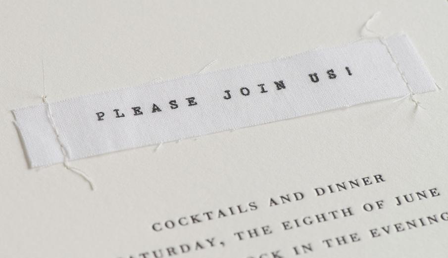 Convite de casamento papel e tecido - pormenor.