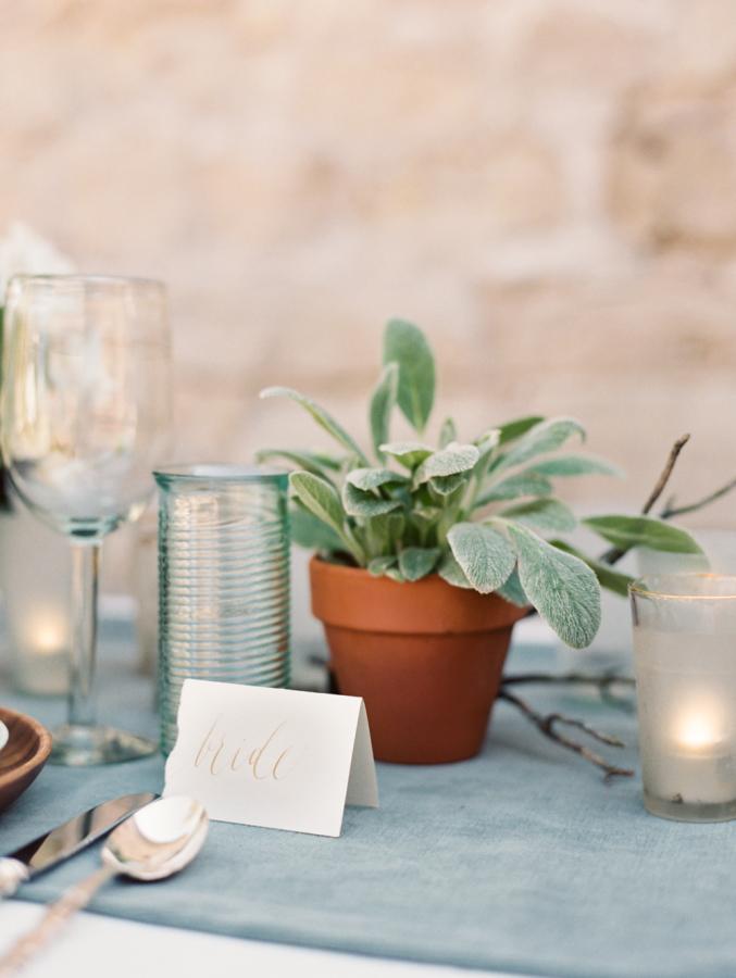 Convite de casamento manuscrito elegante mesa