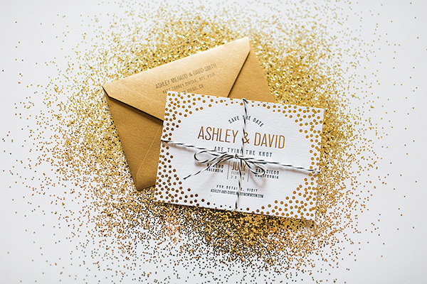 Save the date dourado envelope