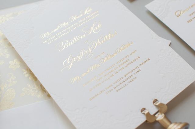 convite de casmento classico dourado